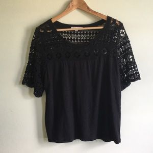 Organic cotton blouse with lace sleeves